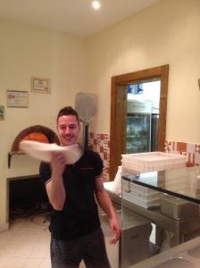 Andrea che fa la pizza 4