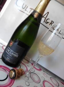 Champagne Lacombe - bottiglia fronte + bicchiere