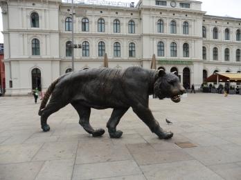 21 - Piazza con la tigre accanto alla Stazione centrale