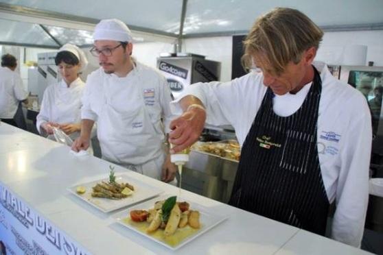 """Gastronomia: """"Azzurro Festival"""" pesce e vini marchigiani al viale della Vittoria di Ancona"""