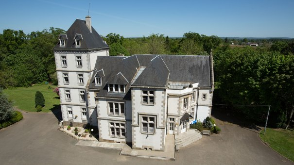chateau-du-tertre-main-building