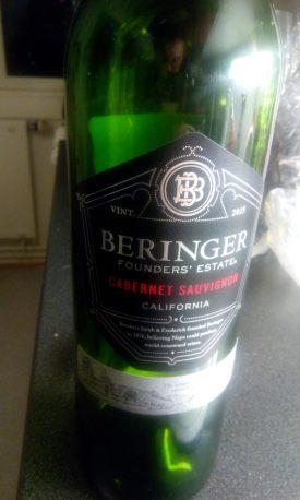 Beringer Cabernet Sauvignon del 2015. Etichetta Fronte.
