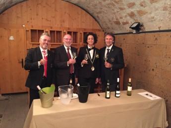 Da sinistra Ennio Baccianella, Ennio Cadamuro, una sommelier Fisar e Maurizio Filippi